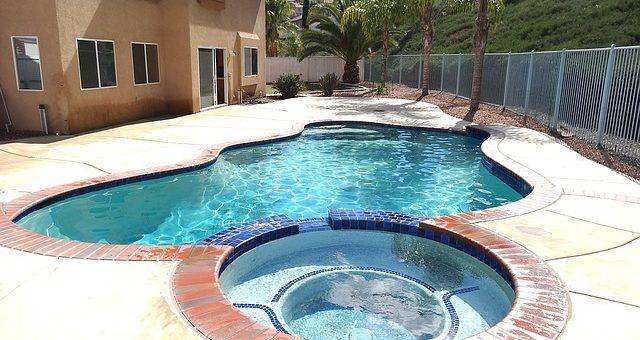 Nowy producent basenów i praktycznej bieżni pływackiej