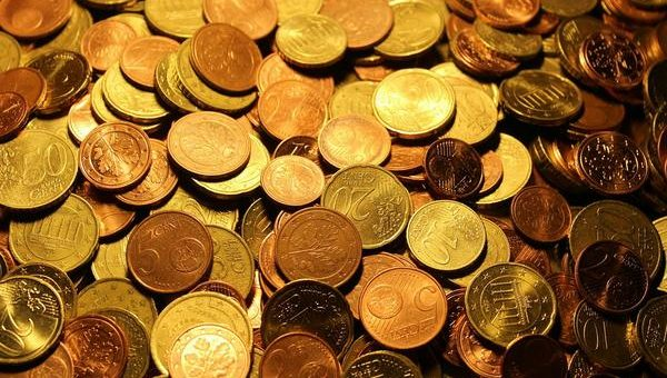 Skup monet – czym się charakteryzuje?