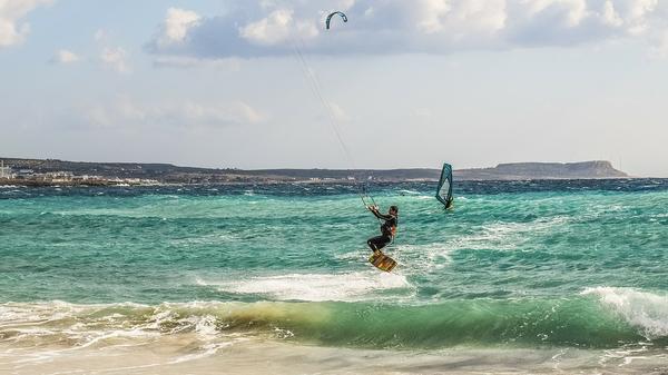 Szkoła kitesurfingu i wakacje nad morzem