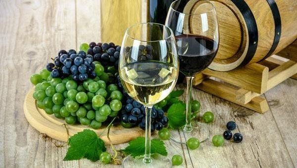 Polskie musujące wino na prezent