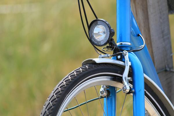 wodoodporna lampa rowerowa przednia