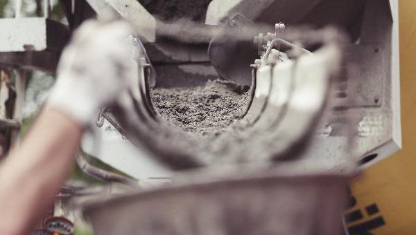 Badanie wytrzymałości betonowych próbek