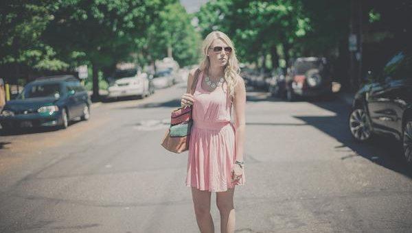 Damskie sukienki w kolorze różowym