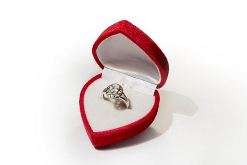pierścionki ręcznie robione z minerałami
