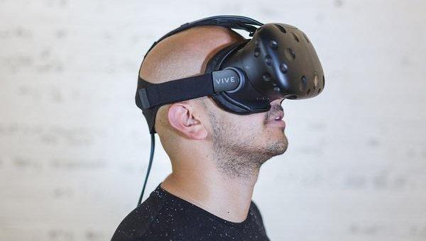 Jakie korzyści daje korzystanie z symulatorów VR?