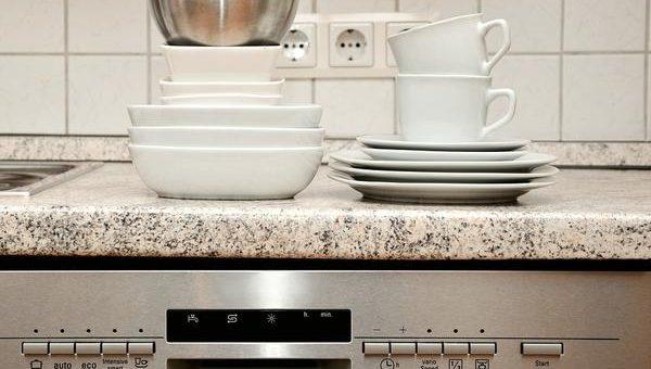 Czy warto posiadać zmywarkę w lokalu gastronomicznym?