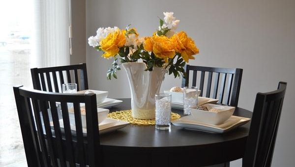 Modne i praktyczne stoły