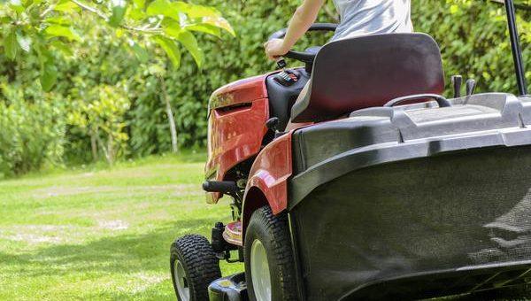Jak wygodnie kosić trawę?